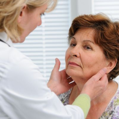 ⁣Hypothyroidism symptoms and signs in an older person