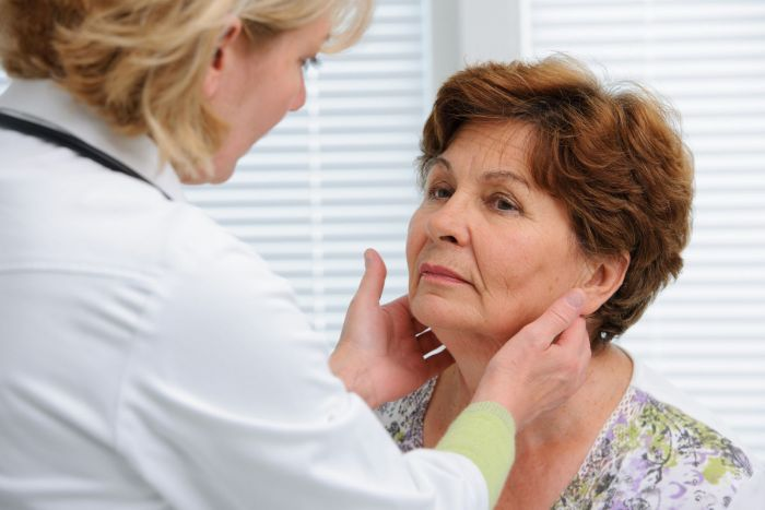Hypothyroidism symptoms and signs in an older person
