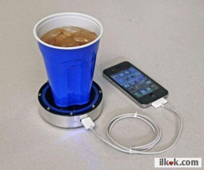 Bu ürün, içeceğinizin yaymış olduğu ısı farkını enerjiye çeviren ilginç bir sistem kullanılarak şarj edilebilen tüm cihazları kolayca şarj eden bir icat. Farklı alanlarda da kullanılabilmesi için geliştirilmesi gerektiğini düşünüyoruz.