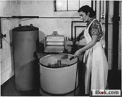 1906' da Ala Fischer, çamaşır makinesini icat etti. İlk kurutuculu çamaşır makinesi ise 1924' te üretildi.